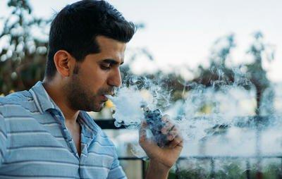 E-cigs still emit second-hand smoke