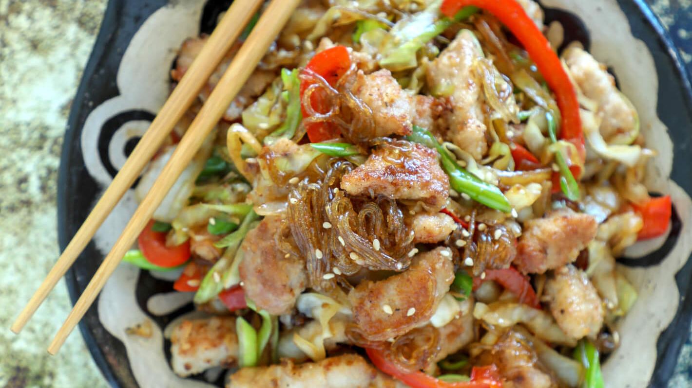 bowl of shirataki noodles
